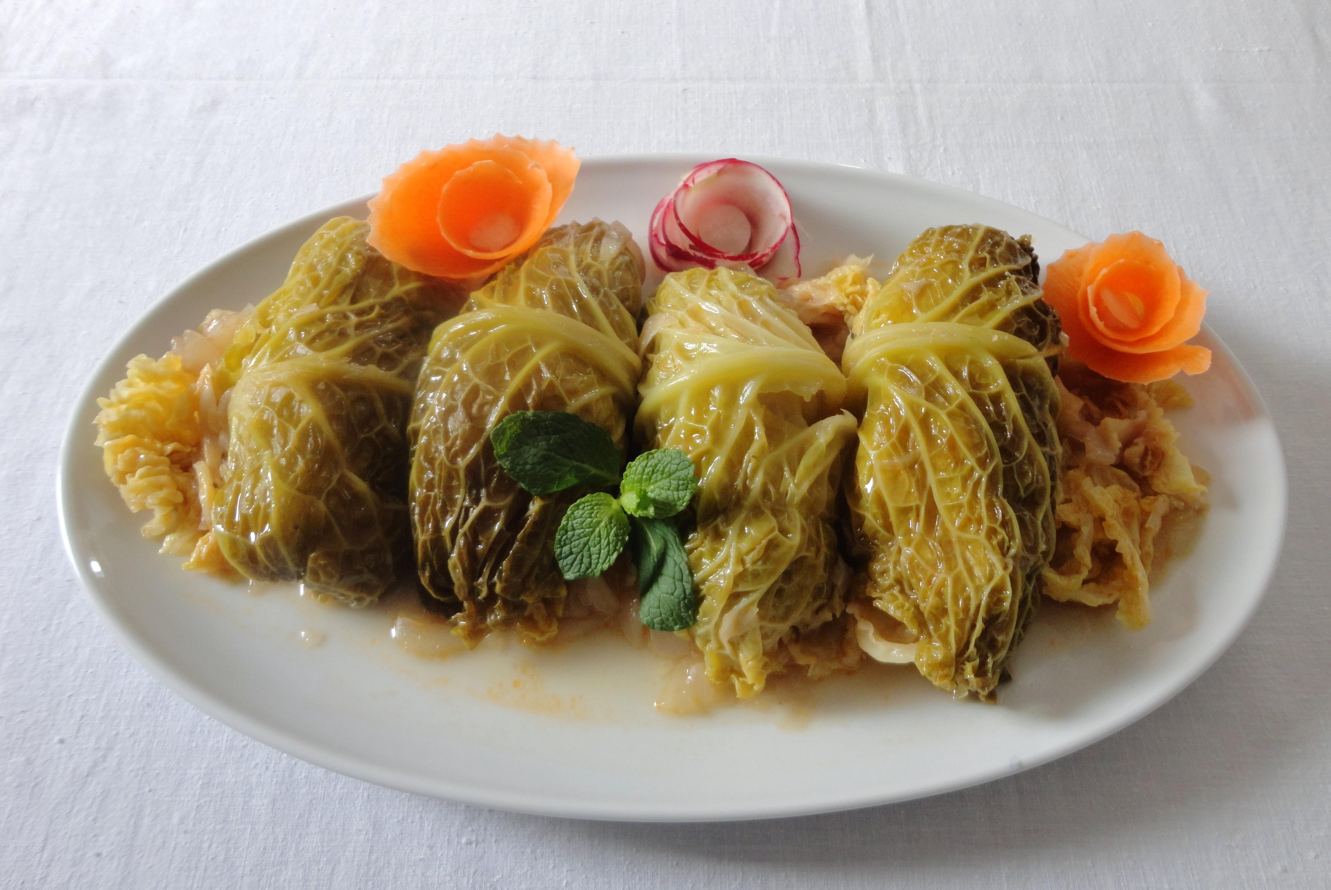 Salsichas com Couve Lombarda