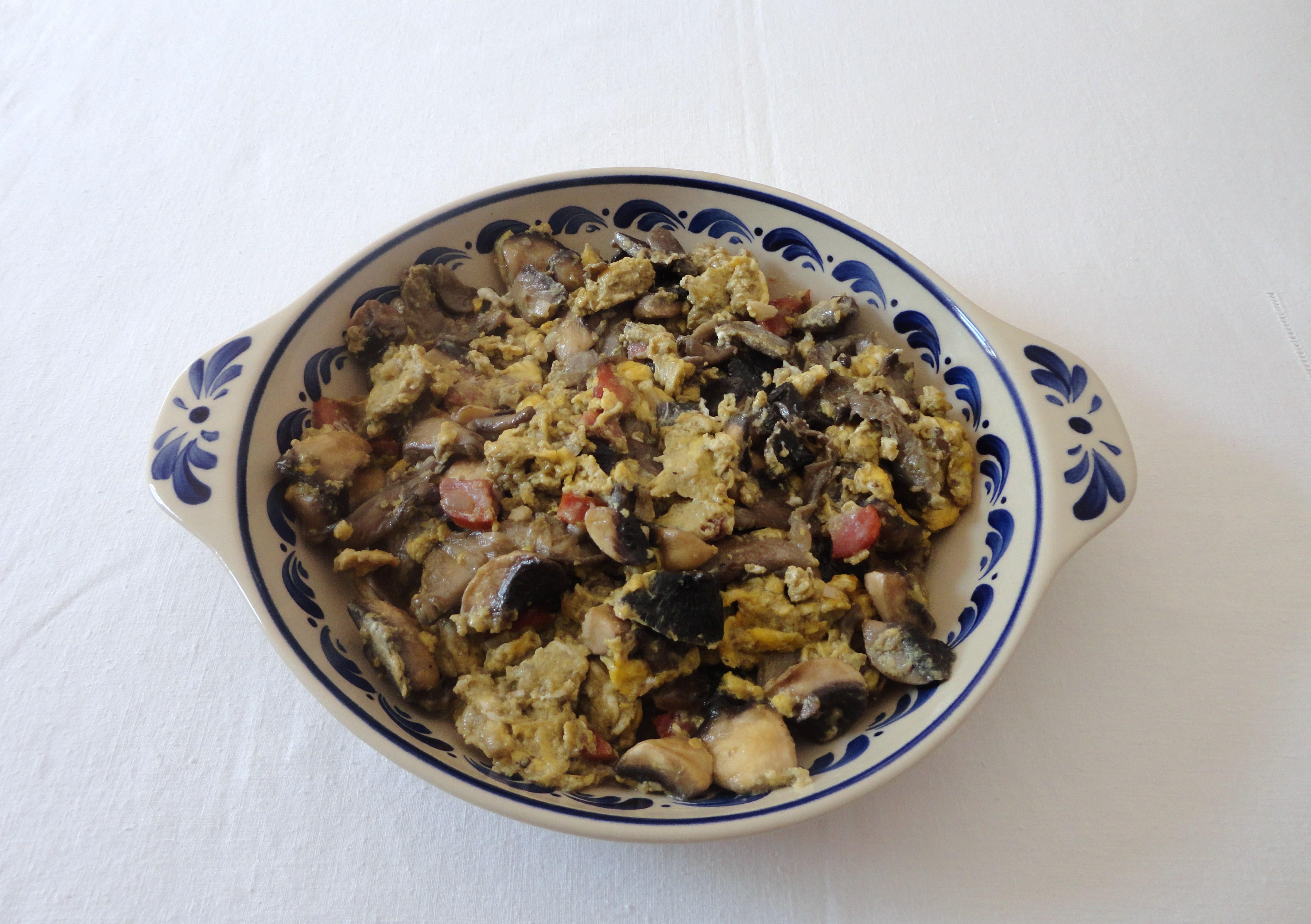 Cogumelos com Ovos e Chouriço