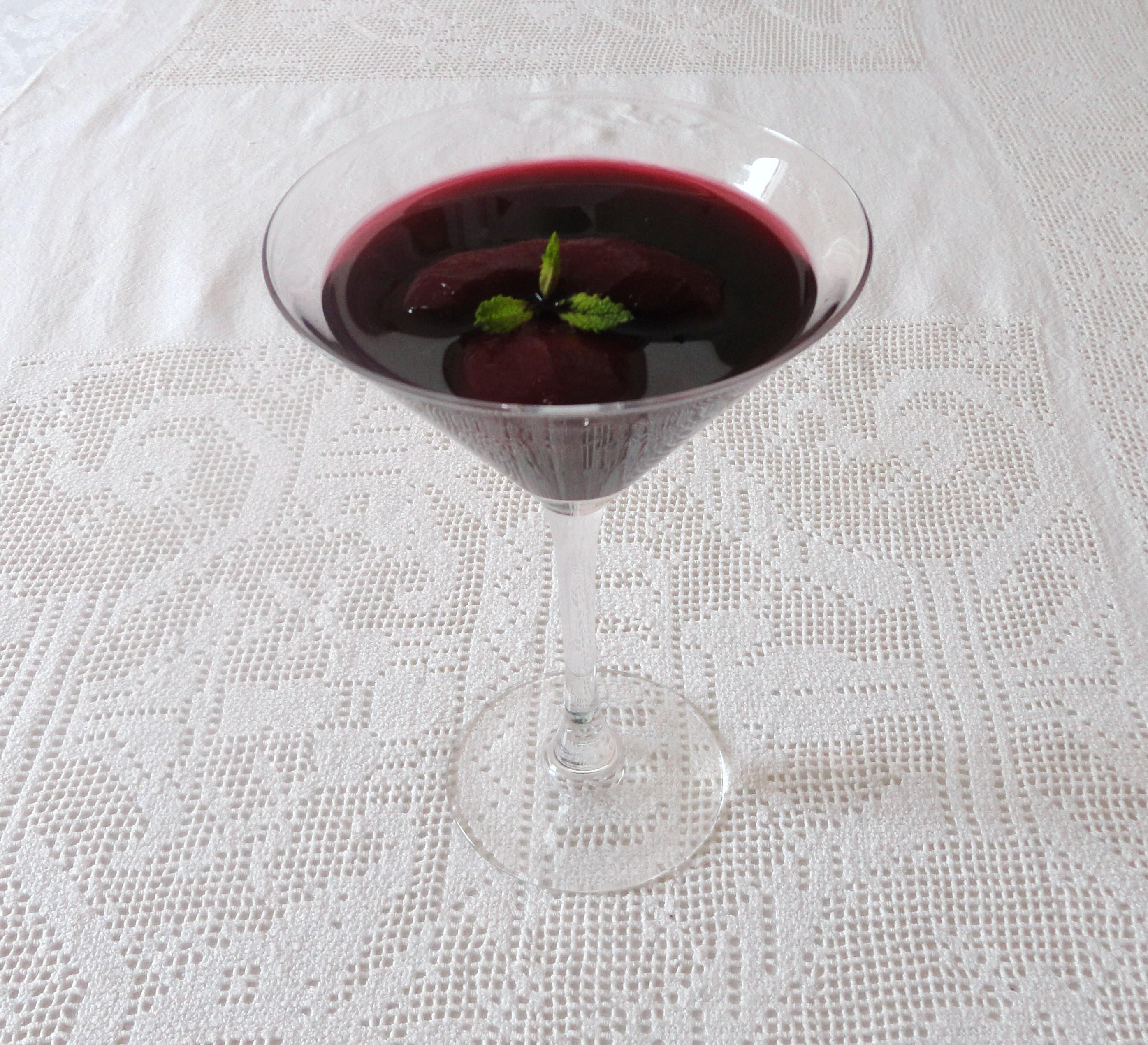 Pêssegos em Calda de Vinho Tinto