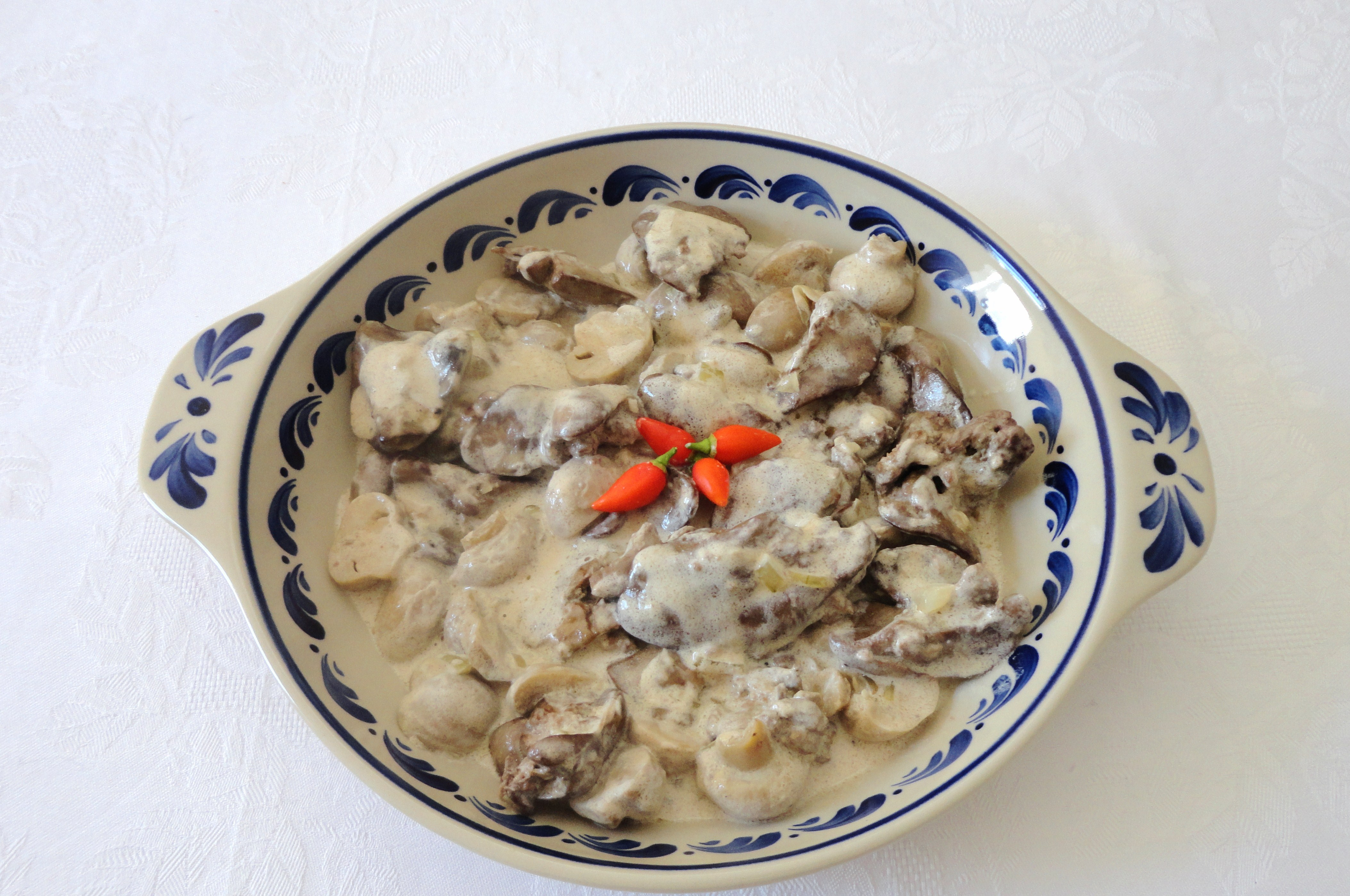 Fígados de Frango com Cogumelos e Natas