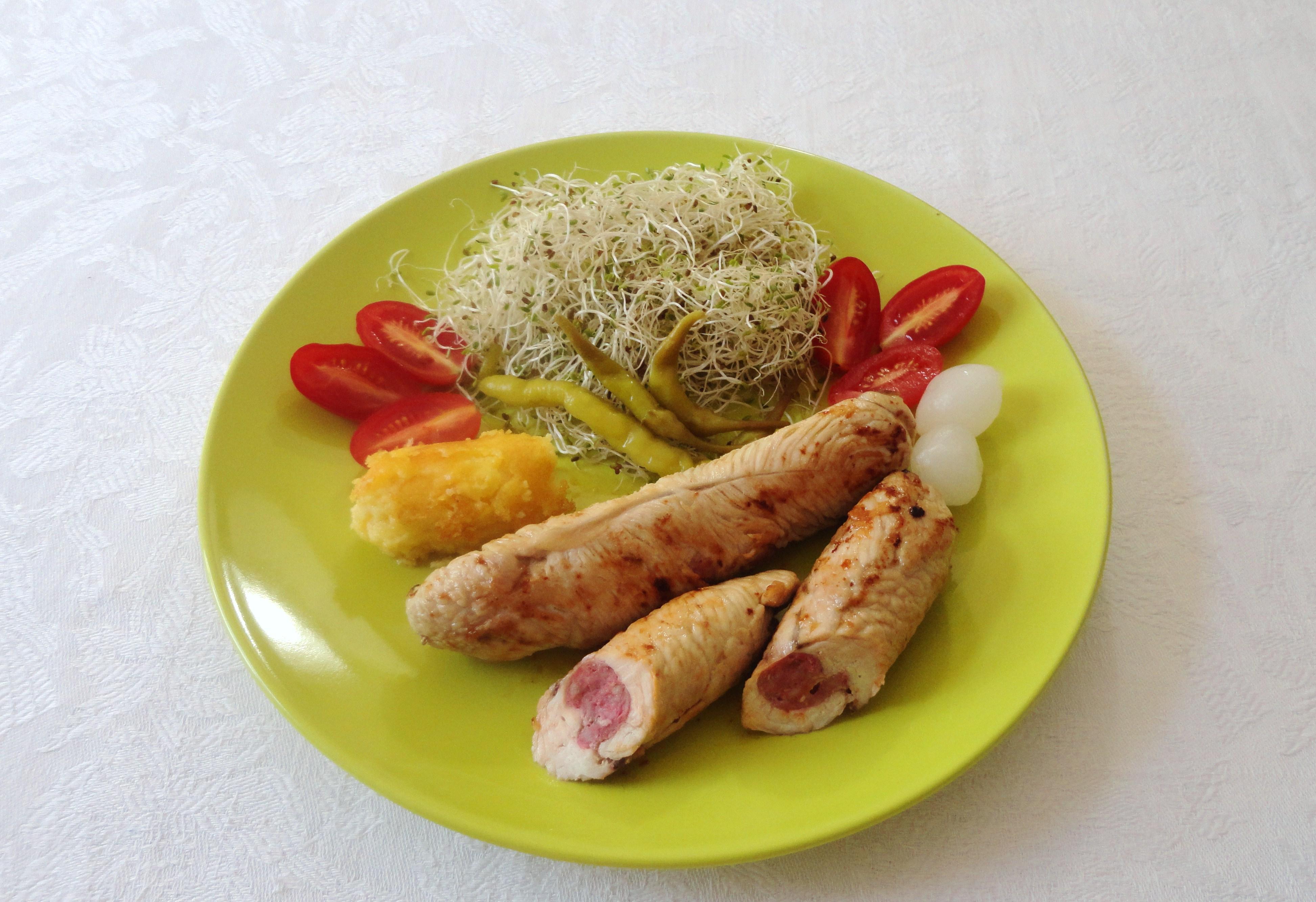 Bifes de Peru Recheados com Salsichas Frescas