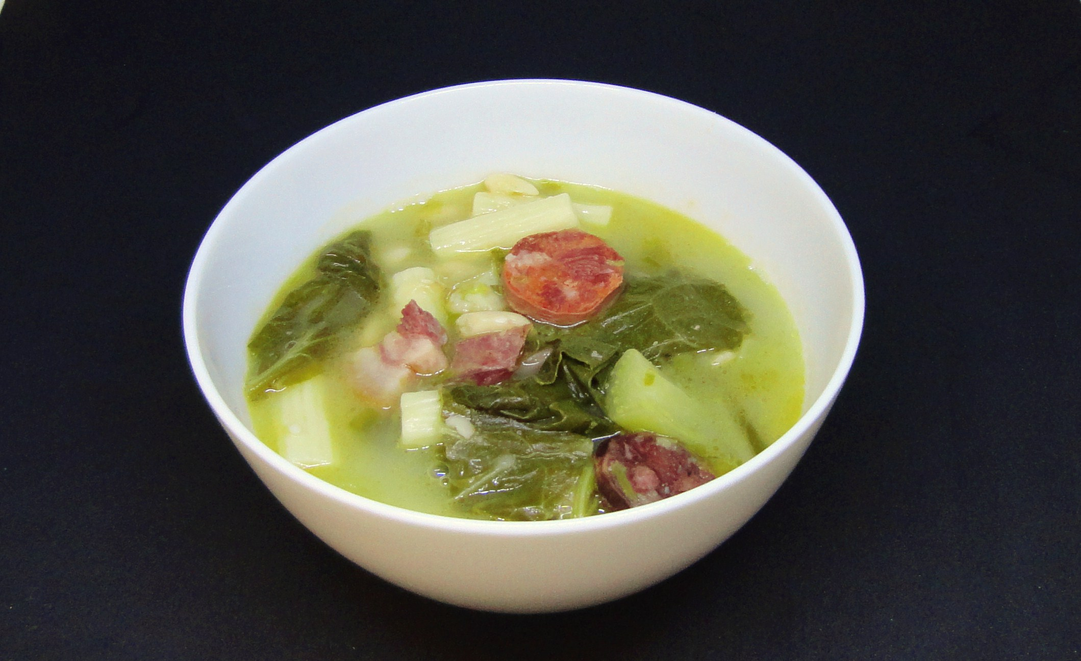 Sopa de Couve com Feijão e Massa