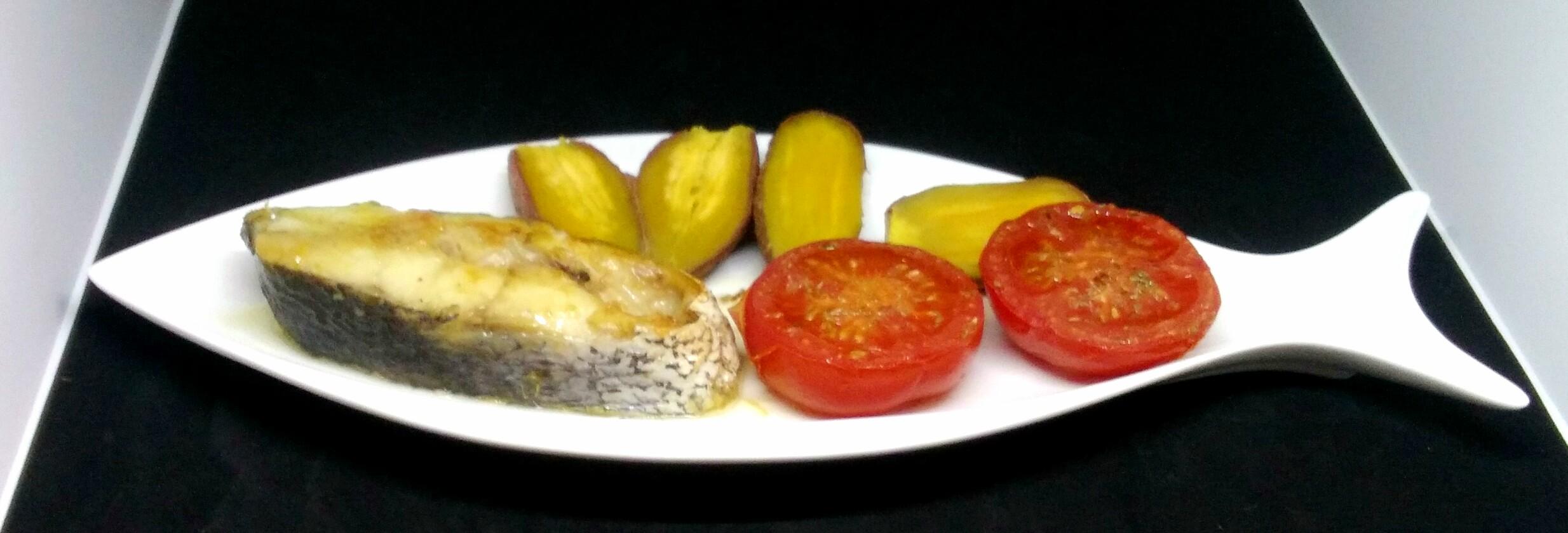 Corvina Corada com Tomate Assado e Batata-doce