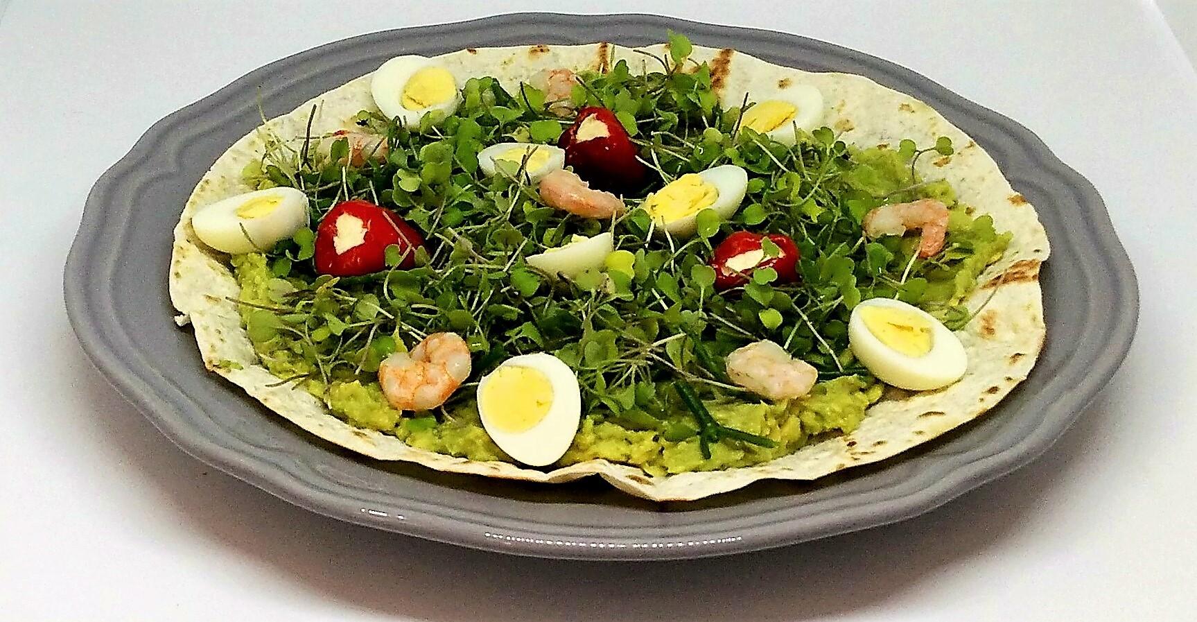 Tortilhas de Abacate com Ovos de Codorniz e Camarão