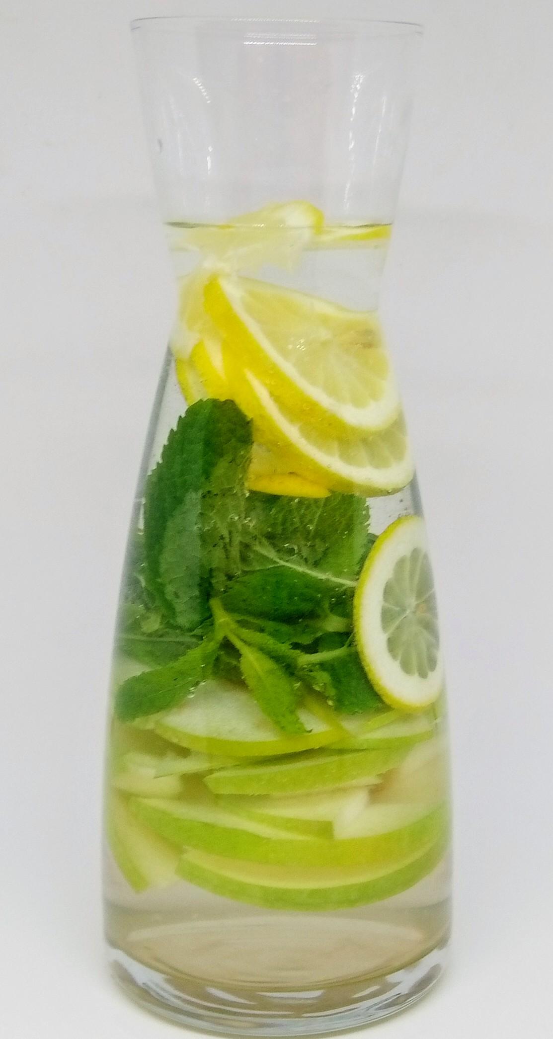 Água Aromatizada com Maçã, Hortelã e Limão