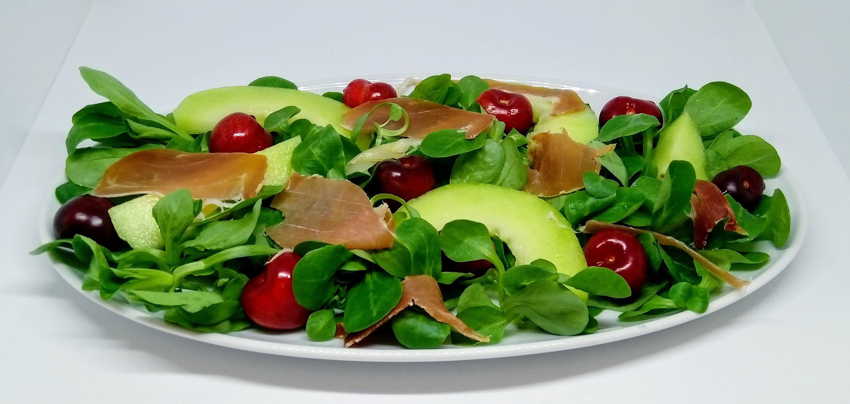 Salada de Canónigos com Meloa e Presunto